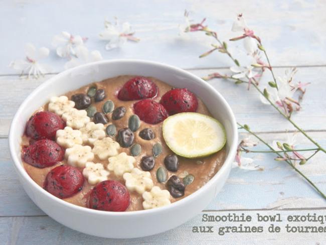 Smoothie bowl exotique aux graines de tournesol