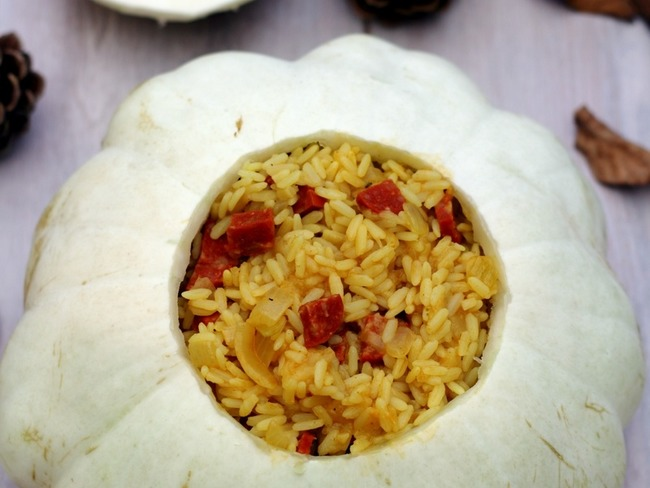 Riz pilaf au pâtisson, curry et chorizo