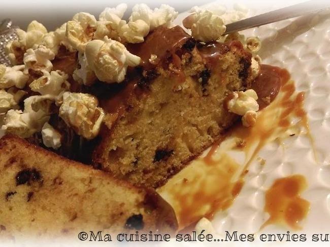 Cake au pop corn, pépites de chocolat et caramel beurre salé