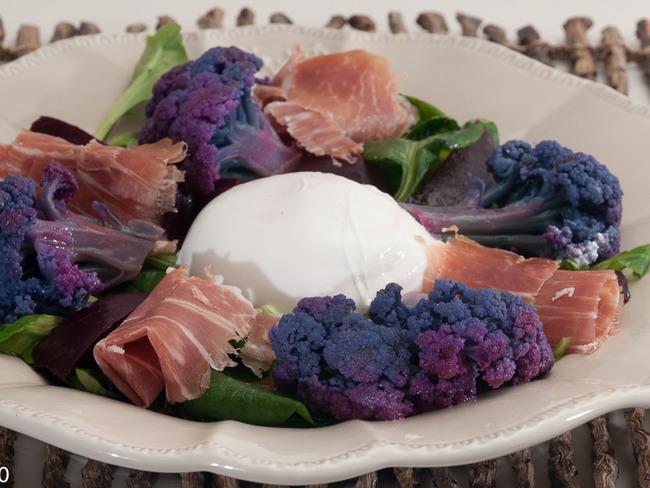 Salade de chou fleur violet aux betteraves, à la burrata et au jambon de Parme