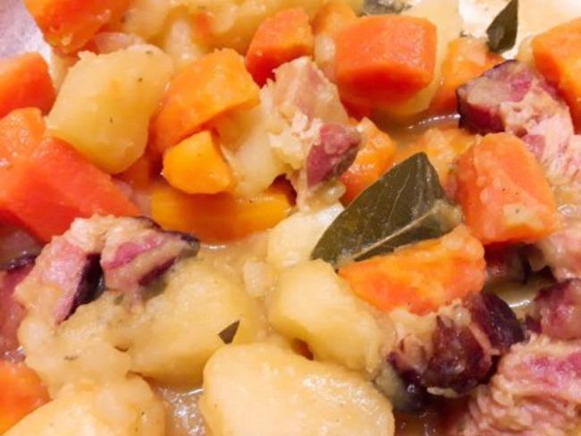 Ragoût de pommes de terre et carottes au lard fumé