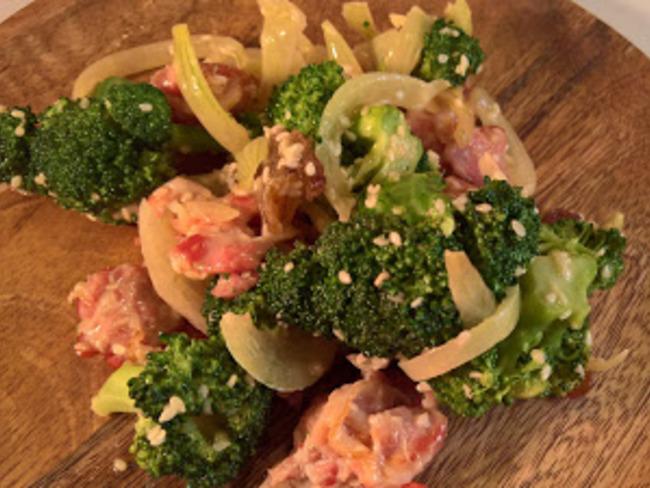 Salade de brocoli sucrée salée