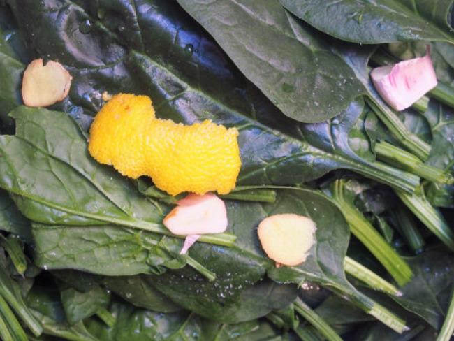 Préparer des épinards d'une façon légère et délicatement parfumés pour réaliser une belle assiette.