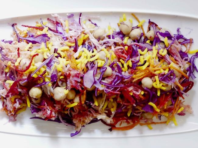 Salade alcaline multicolore et multivitaminée