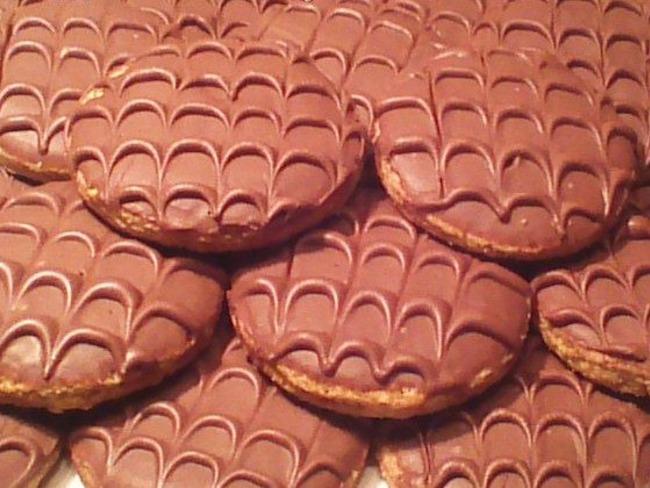 biscuits granola maison au chocolat au lait recette par. Black Bedroom Furniture Sets. Home Design Ideas