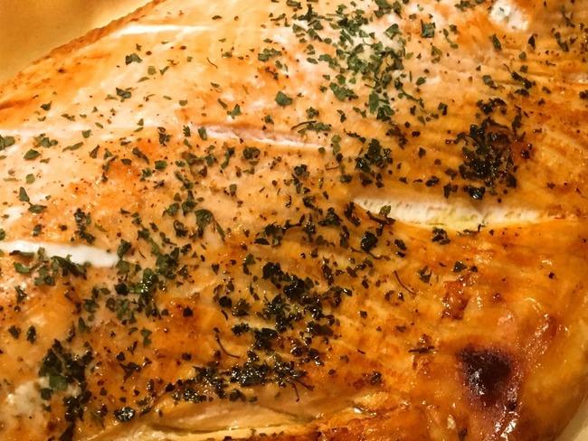 Filet de saumon grillé aux herbes et sa salade de pomme de terre