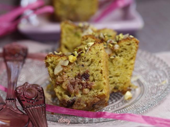 Cake moelleux amandes pistaches et griottes
