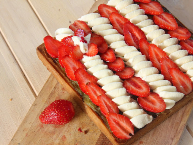Tarte Amande-rhubarbe-fraise