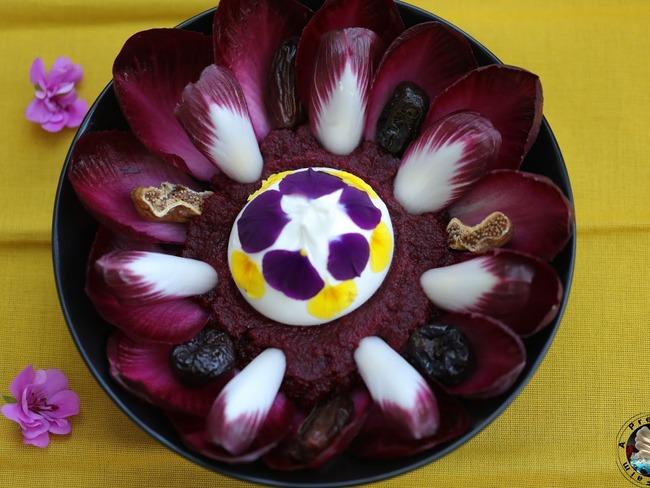 Salade carmine betterave aux fruits secs en cœur de burrata