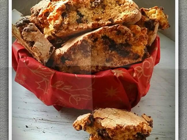 Biscottis de noël à l'orange confite et pépites de chocolat