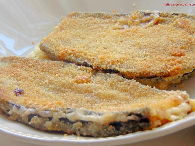 Côtelettes d'aubergines panées au jambon et provolone
