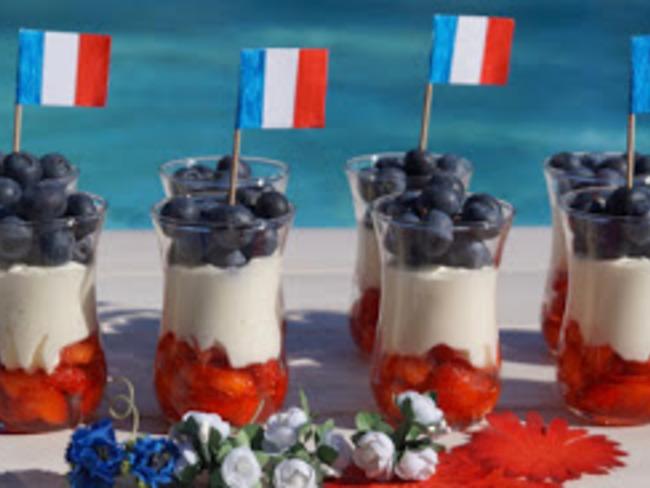 Verrines fraises myrtilles et Chantilly