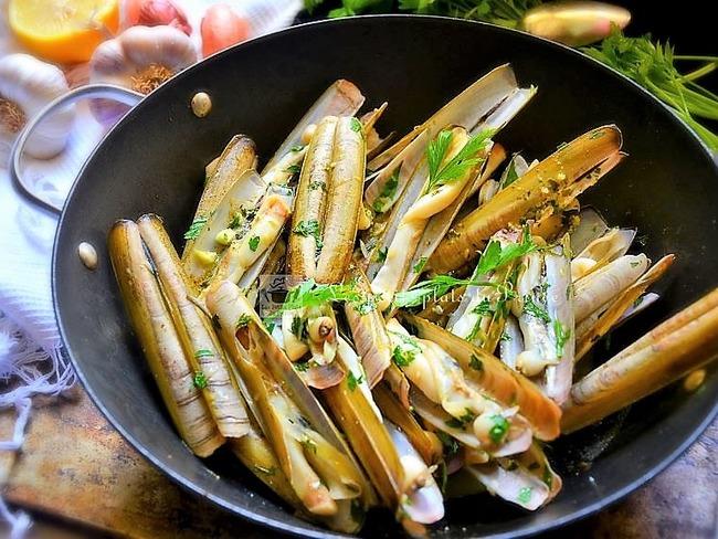 Po l e de couteaux en persillade au basilic recette par - Comment cuisiner les gnocchi ...