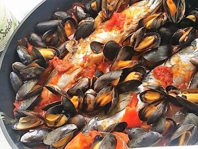Maquereau frais avec moules,chorizo et tomates