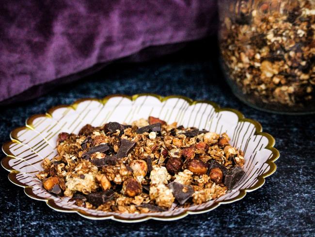 Muesli noix de coco, chocolat noir, amandes, noisettes