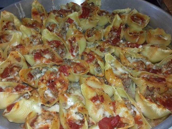Conchiglionis farcis à la viande de boeuf, sauce tomates et béchamel