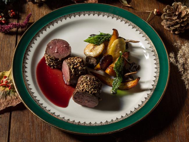 Râble de lièvre poudré d'épices, sauce aux coings, garniture automnale au vinaigre de vin