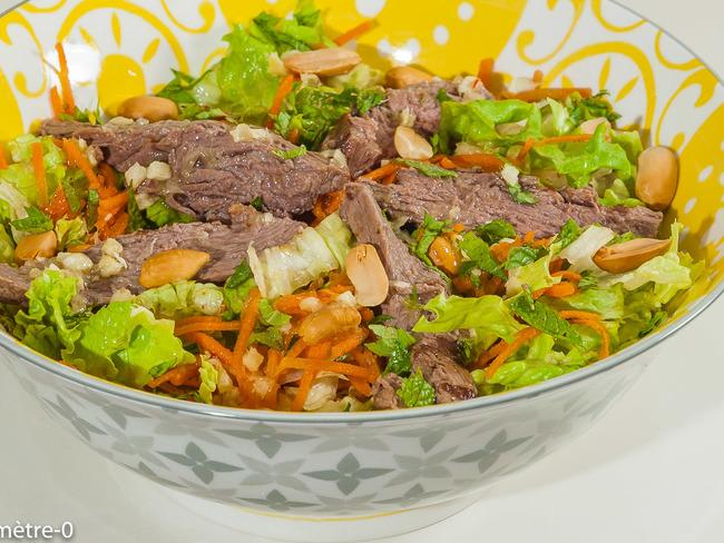 Salade de boeuf grillé pimentée