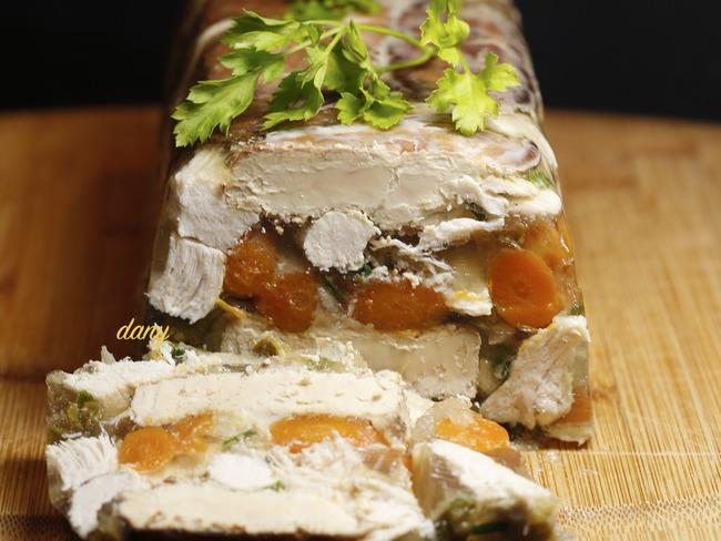 Terrine de poulet fermier au foie gras et aux légumes