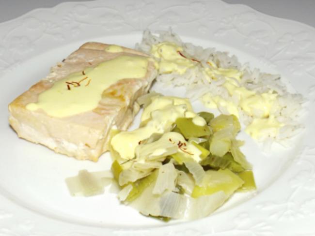 Saumon sauce safranée et sa fondue de poireaux