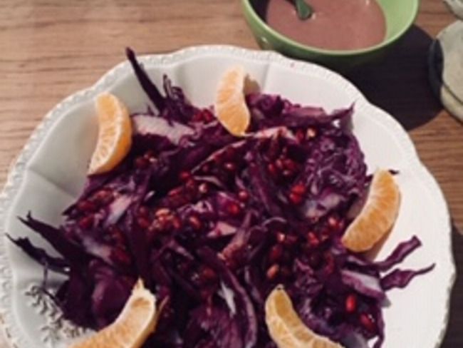 Salade de chou rouge, clémentines et grenade