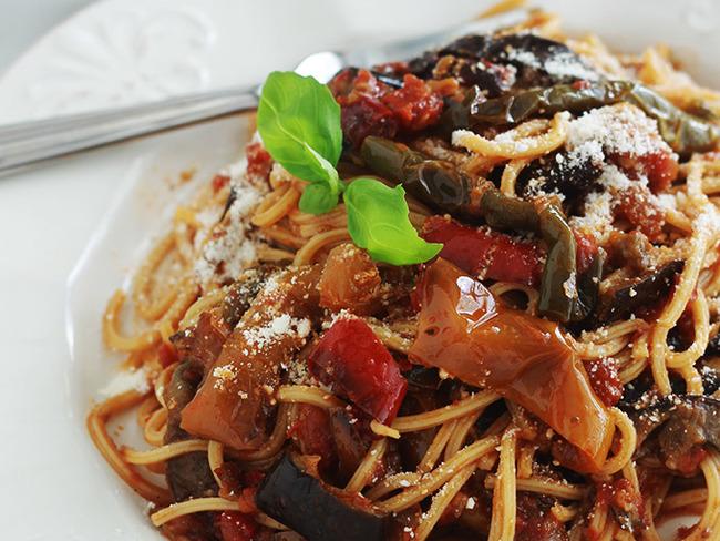 spaghetti sauce tomate poivrons et aubergine recette. Black Bedroom Furniture Sets. Home Design Ideas