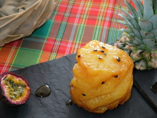 Ananas rôti au caramel à l'orange, vanille et aux fruits de la passion
