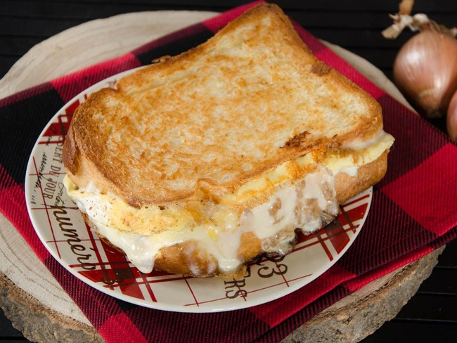 Grilled cheese au reblochon