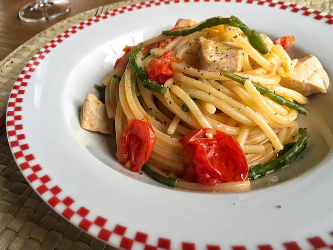 Spaghettis à l'espadon, tomates cerises et salicorne