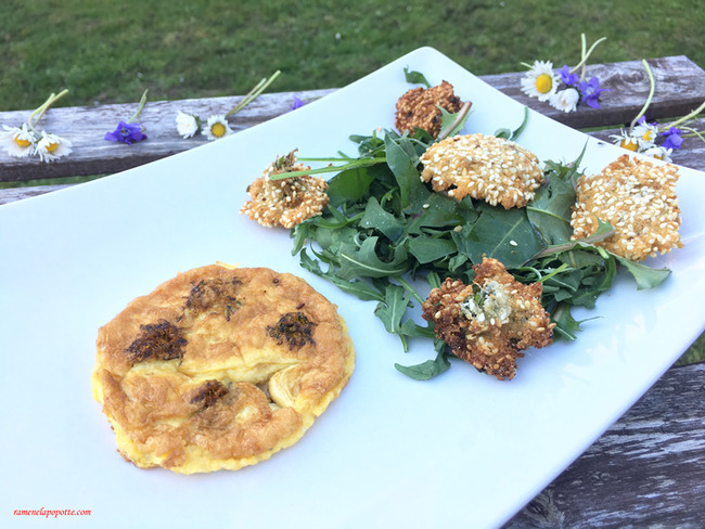 Salade de roquette et pissenlit et ses fleurs en beignets