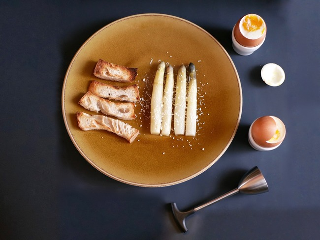Œuf à la coque et asperges au parmesan