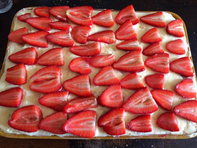 Poke cake aux fraises