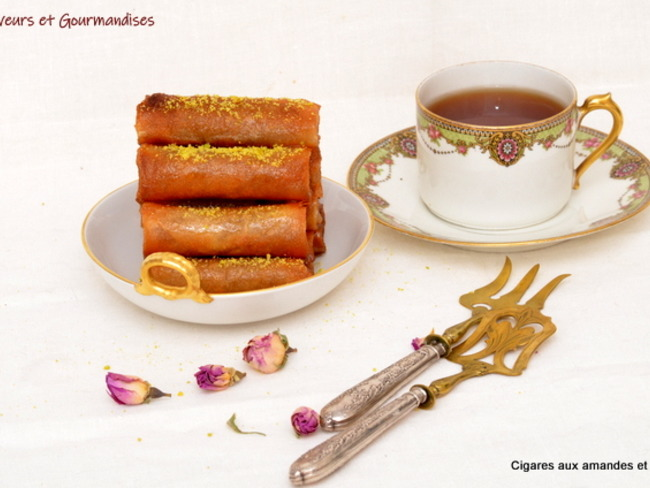 Cigares aux amandes, eau de rose et miel