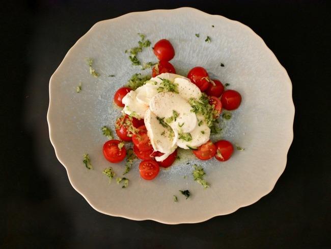 Salade de tomates cerise mozzarella courgette râpée