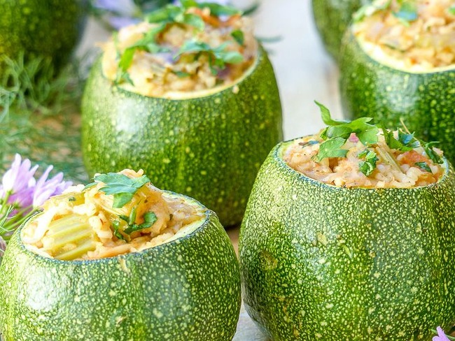 Courgette farcie aux petits légumes et feta