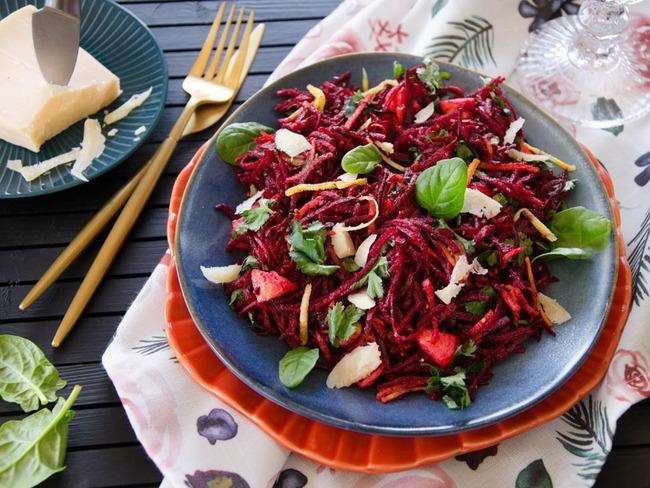 Salade betteraves carottes pommes parmesan