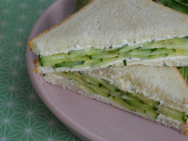 Sandwich au concombre et au fromage frais