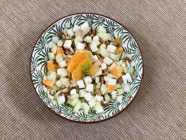 Salade de fenouil cru, orange, feta et noix