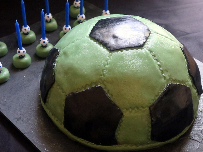 Gâteau d'anniversaire, ballon de foot