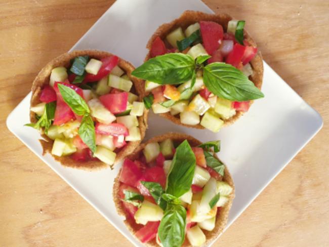 Petites salades avec bol comestible