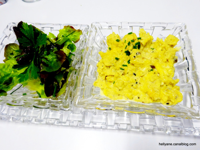 Brouillade de truffes avec salade