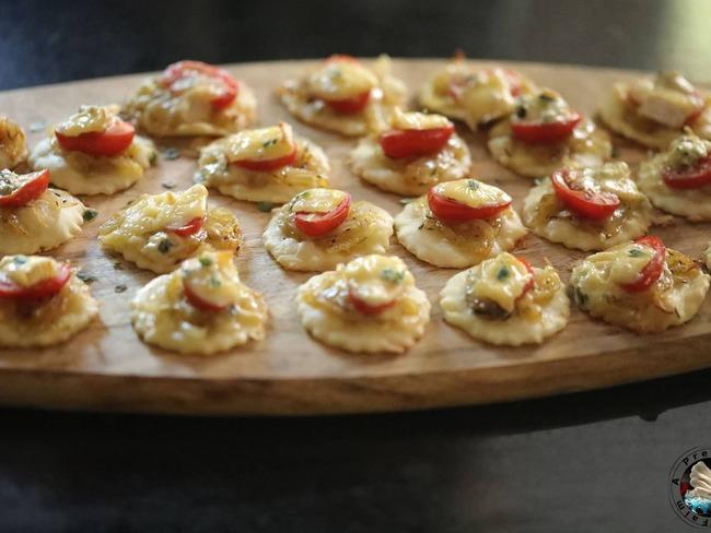 Pizzetta oignons confits au Suprême de Bresse Bleu