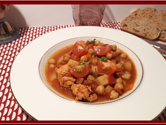 Chorba au poulet, tomates et pois chiches