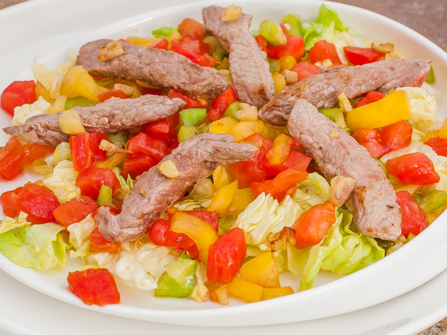 Salade épicée au bœuf