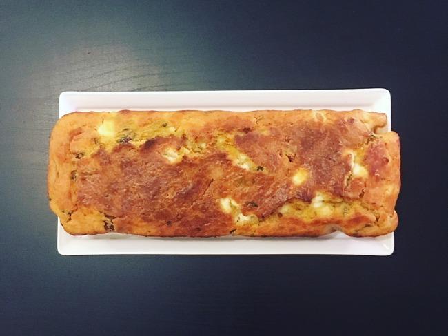 Cake aux tomates séchées, feta et basilic