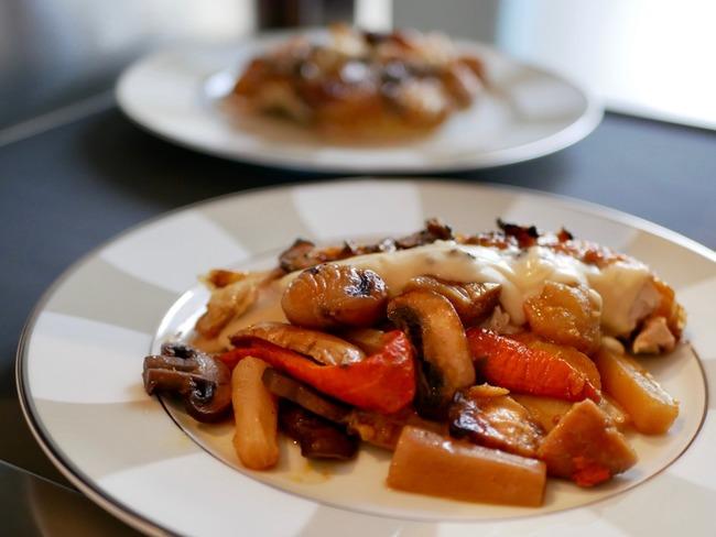 Pintade chaponnée légumes d'hiver et sauce suprême à la truffe