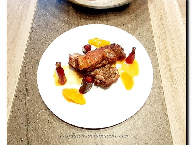 Cuisse de canard farcie aux champignons sauce bigarade