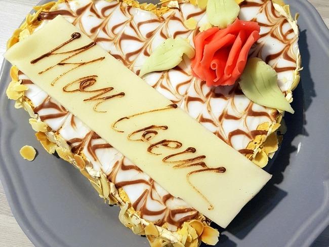 Coeur feuilleté à la crème mousseline et au glaçage royal