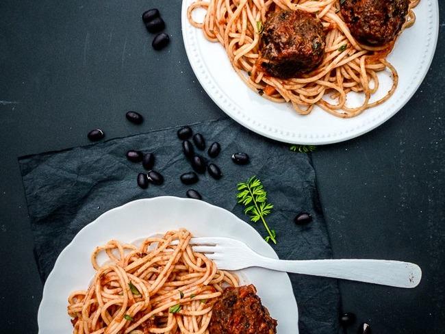 Spaghetti et boulettes vegan à la sauce tomate