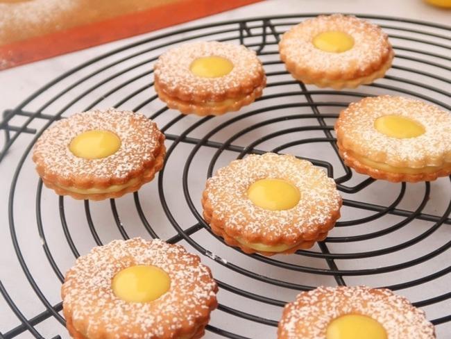 Biscuits sablés fourrés au lemon curd vegan